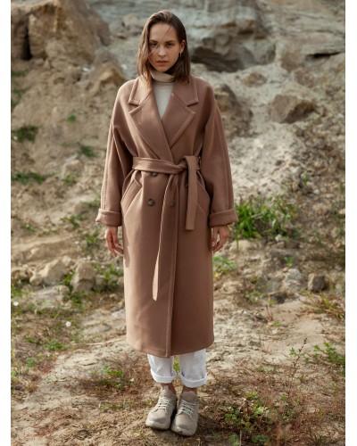 Утеплене бежеве пальто прямого крою