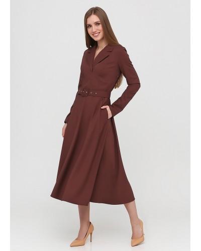 Шоколадне плаття міді на поясі